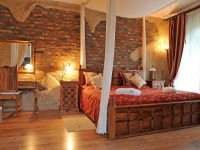 Honeymoon suite – Manor House la romantique floor