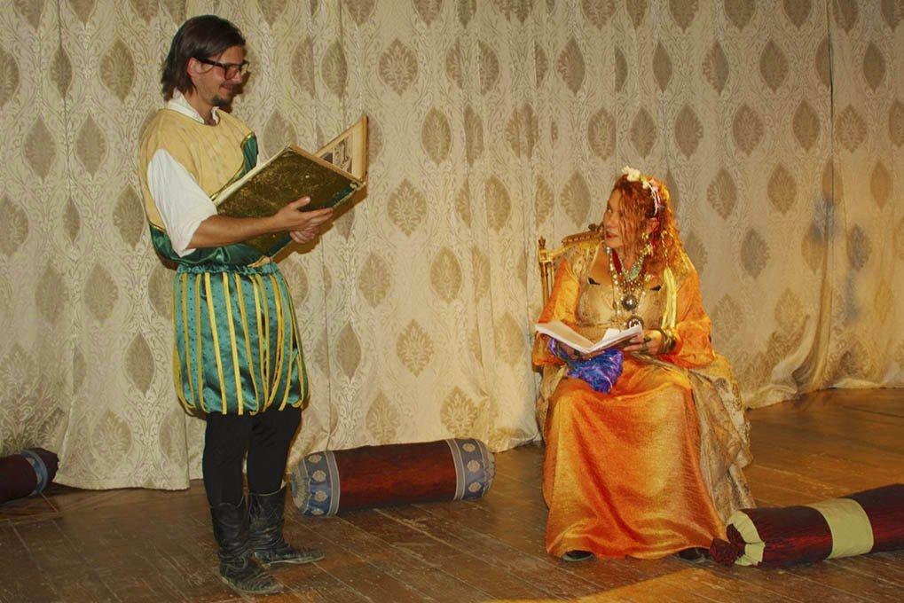 Színházi előadások