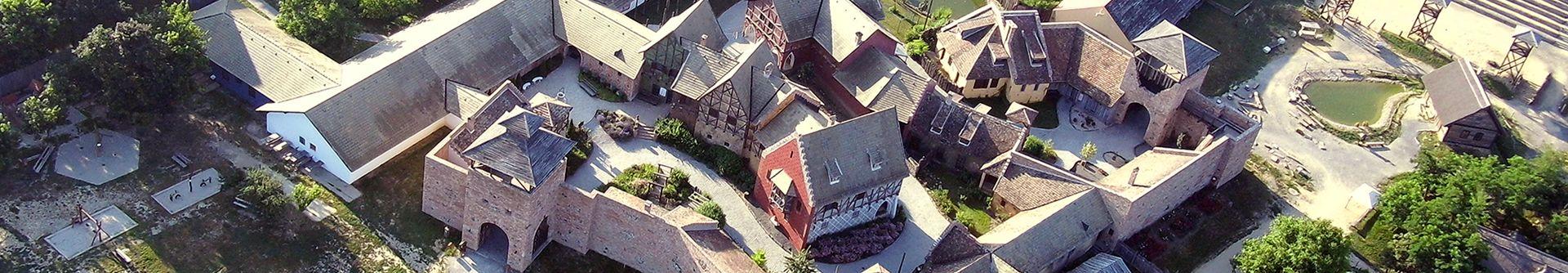 Élménybirtok Közvetlen a Kastélyszálló mellett megelevenedik a középkor.